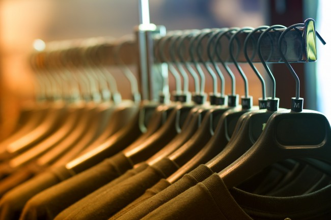 Clothes Rack Are Full to the Brim at | © Pexels/Pixabay