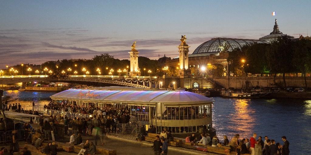 Crowds on and beside the Rosa Bonheur sur Seine │ Courtesy of Rose Bonheur and Juse Duarte de Silva Rocha