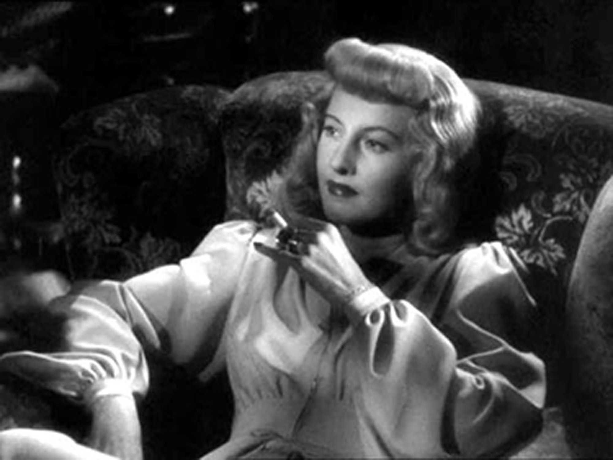 Barbara Stanwyck smolders as Phyllis Dietrichson © Paramount Pictures