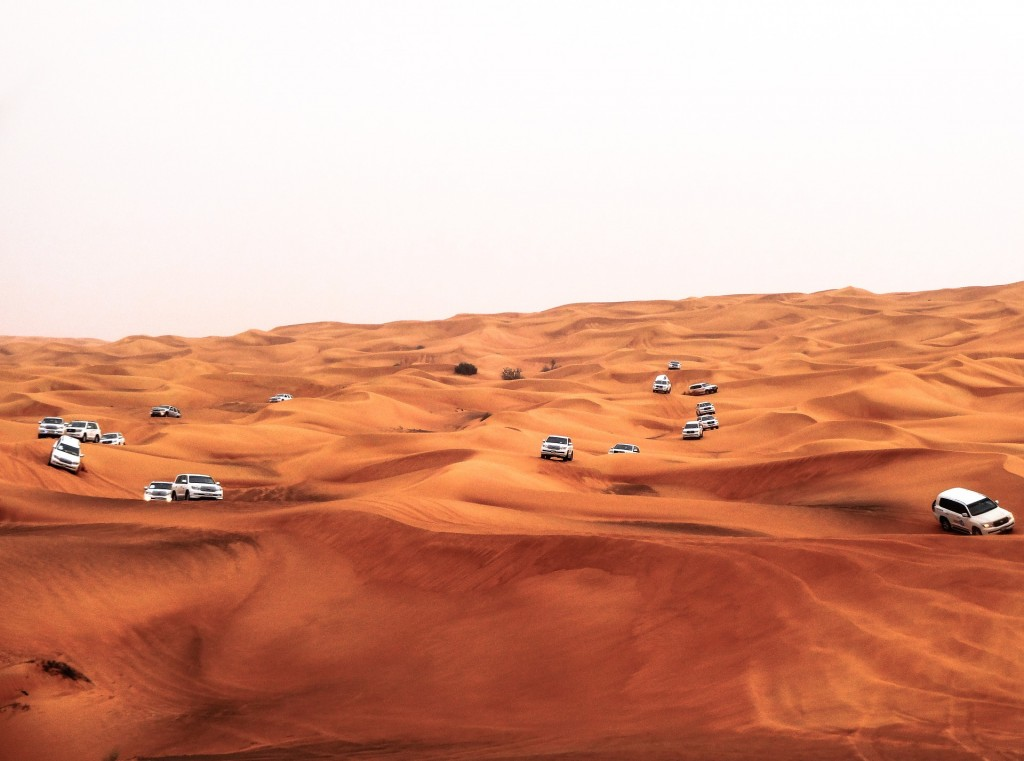 https://pixabay.com/en/dubai-sahara-travel-dunes-desert-1140442/