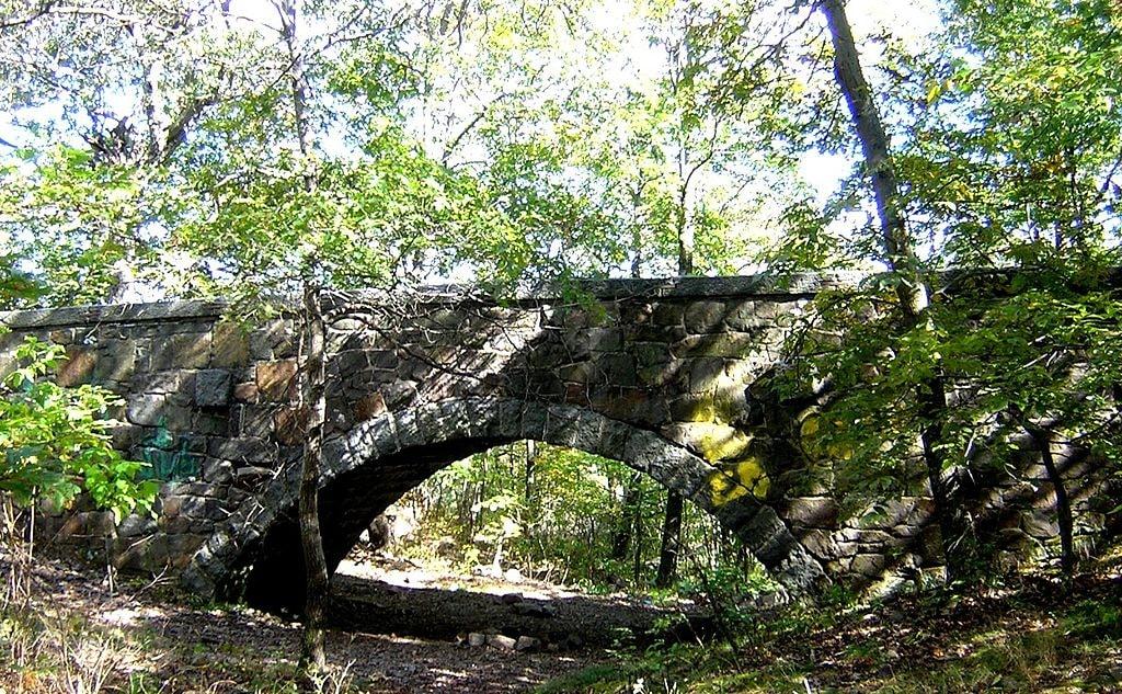 Eliot Bridge on Blue Hills Reservation in Milton, MA | © Jameslwoodward / Wikimedia Commons