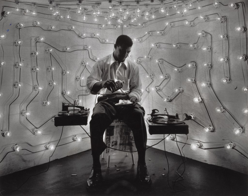 Gordon Parks. Untitled, Harlem, New York, 1952. The Art Institute of Chicago, anonymous gift.