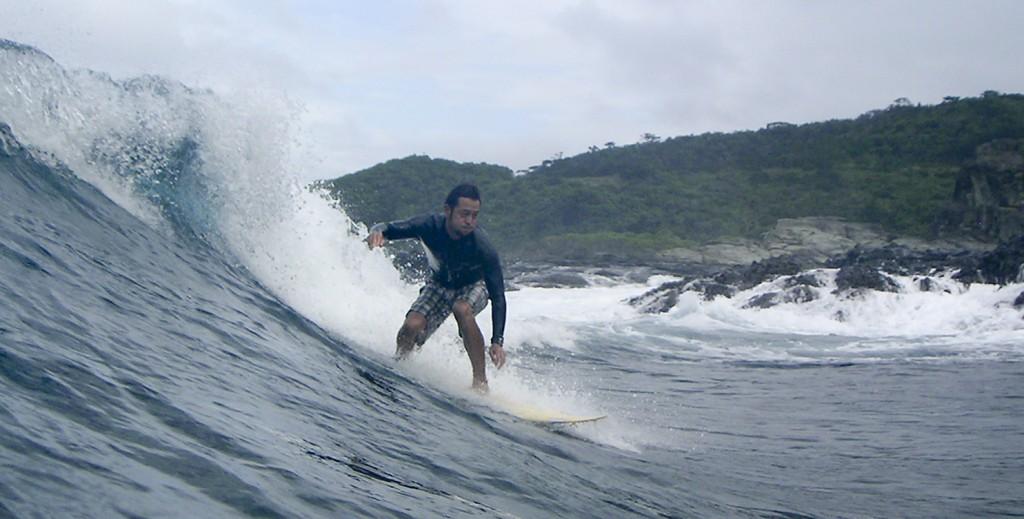 Surfing in Ishigaki island, Japan | © commons.wikimedia.org