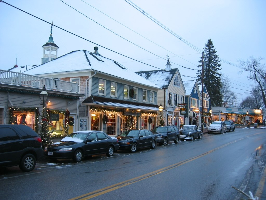 Kennebunkport Dock Square, Maine at Christmastime | © Dudesleeper / Wikimedia Commons