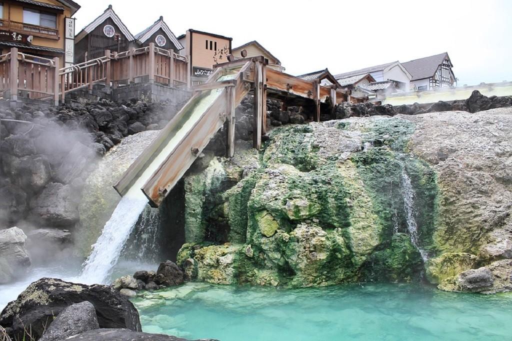 Kusatsu hot spring source Yubatake   © K-2 Kaji/Pixabay