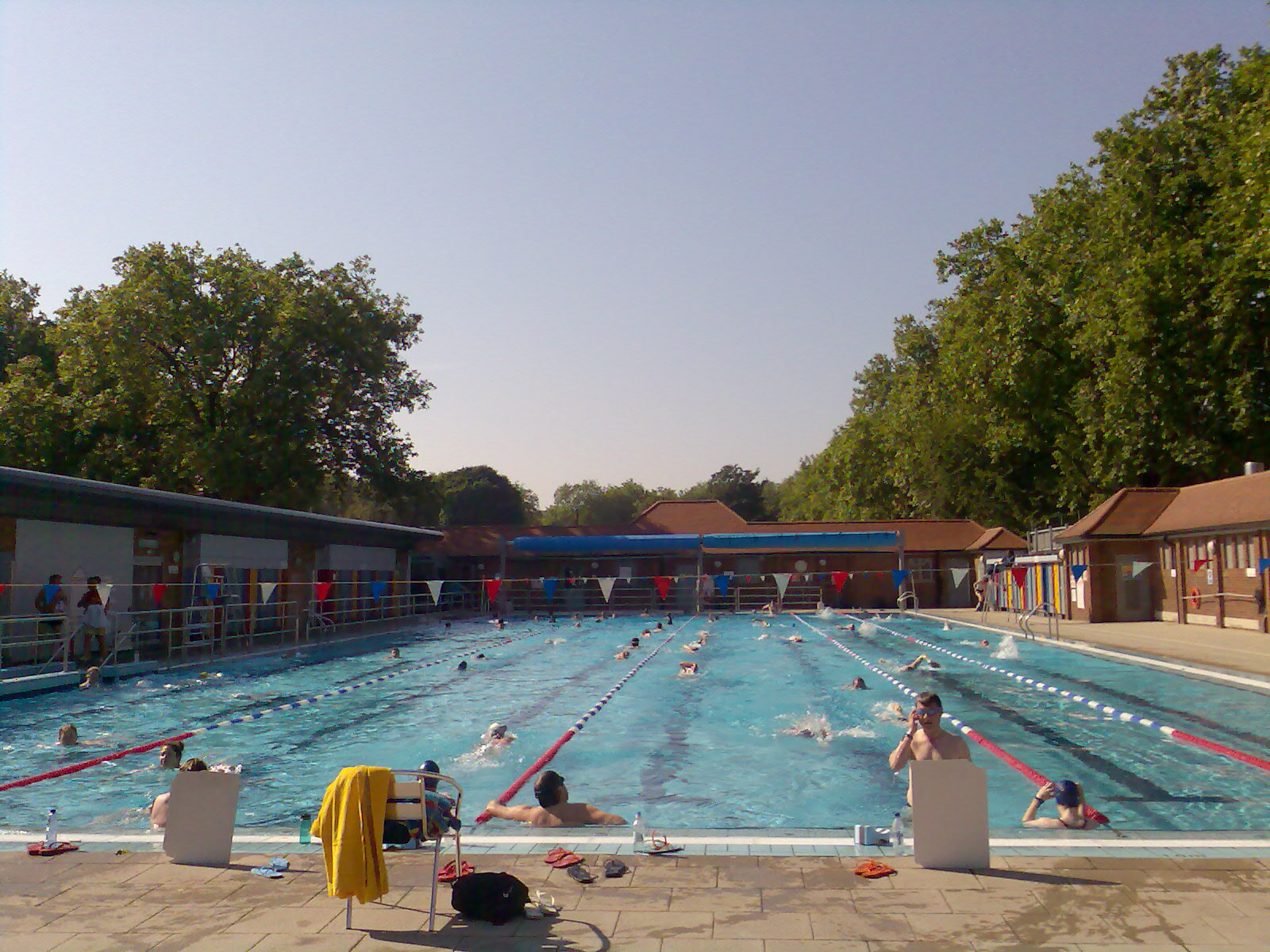 The best outdoor swimming pools in london for Outdoor pool london