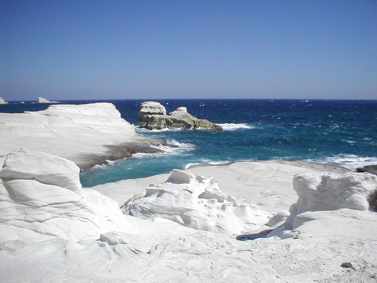 Sarakiniko Beach | © Line Lasserre/WikiCommons