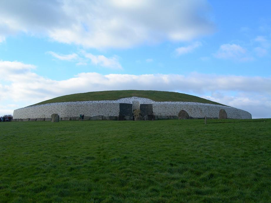 Newgrange | ©Shira/WikiCommons