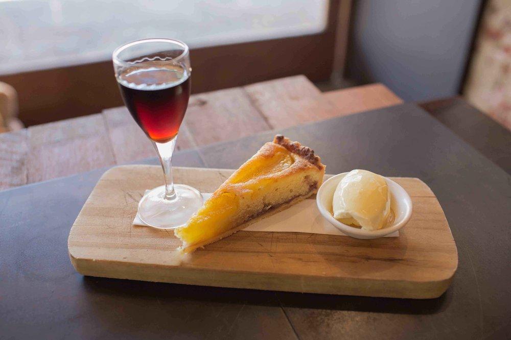 Dessert & wine | © Pinchos / Yelp