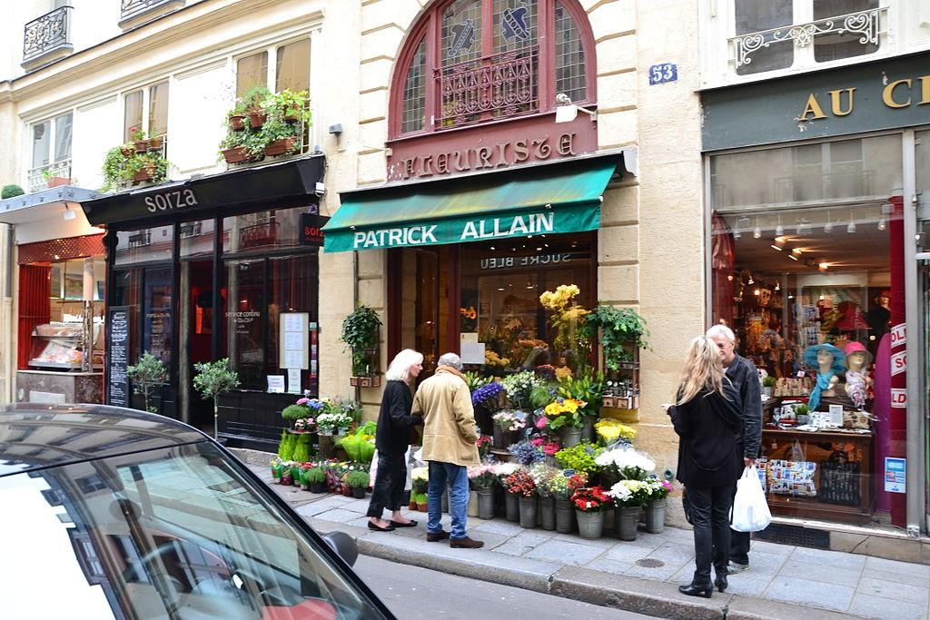 Shops along rue Saint-Louis en l'Île © Simon_sees/WikiCommons