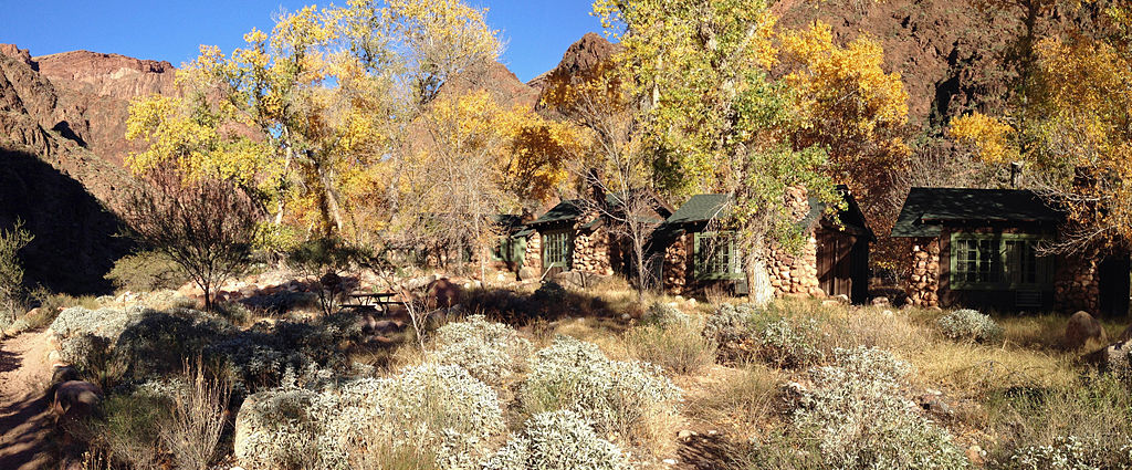 Phantom Ranch in fall | © Fredlyfish4/Wikicommons