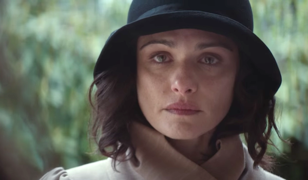 Weisz's Hannah makes a crucial choice in 'The Light Between Oceans.' (© DreamWorks Pictures)
