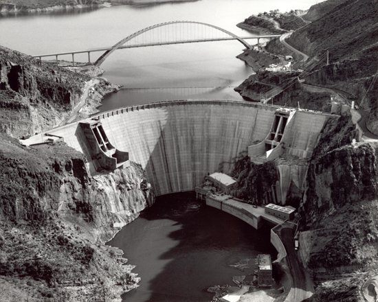 Roosevelt Dam in 1996 after renovations were completed | © Public Domain/Wikicommons