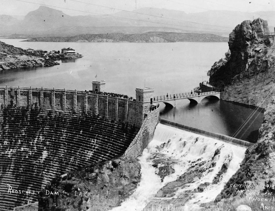 Roosevelt Dam in 1915 | © Public Domain/Wikicommons