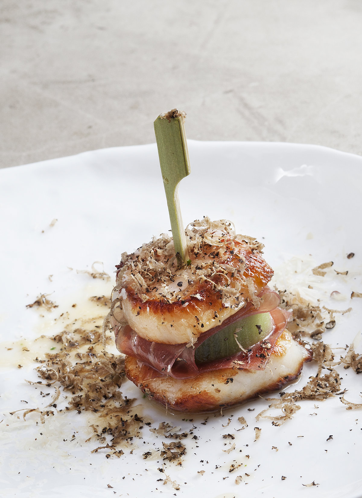 Scallop and kiwi burger | Courtesy of Ben Spalding