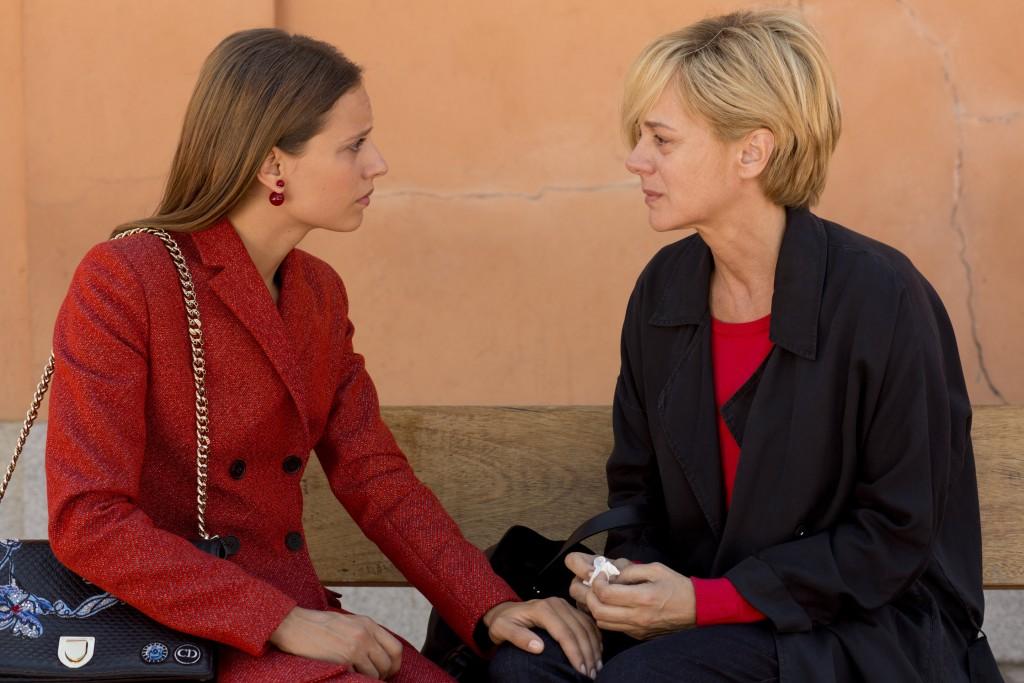The chance encounter that shatters Julieta's life   © Pathe UK/20th Century Fox