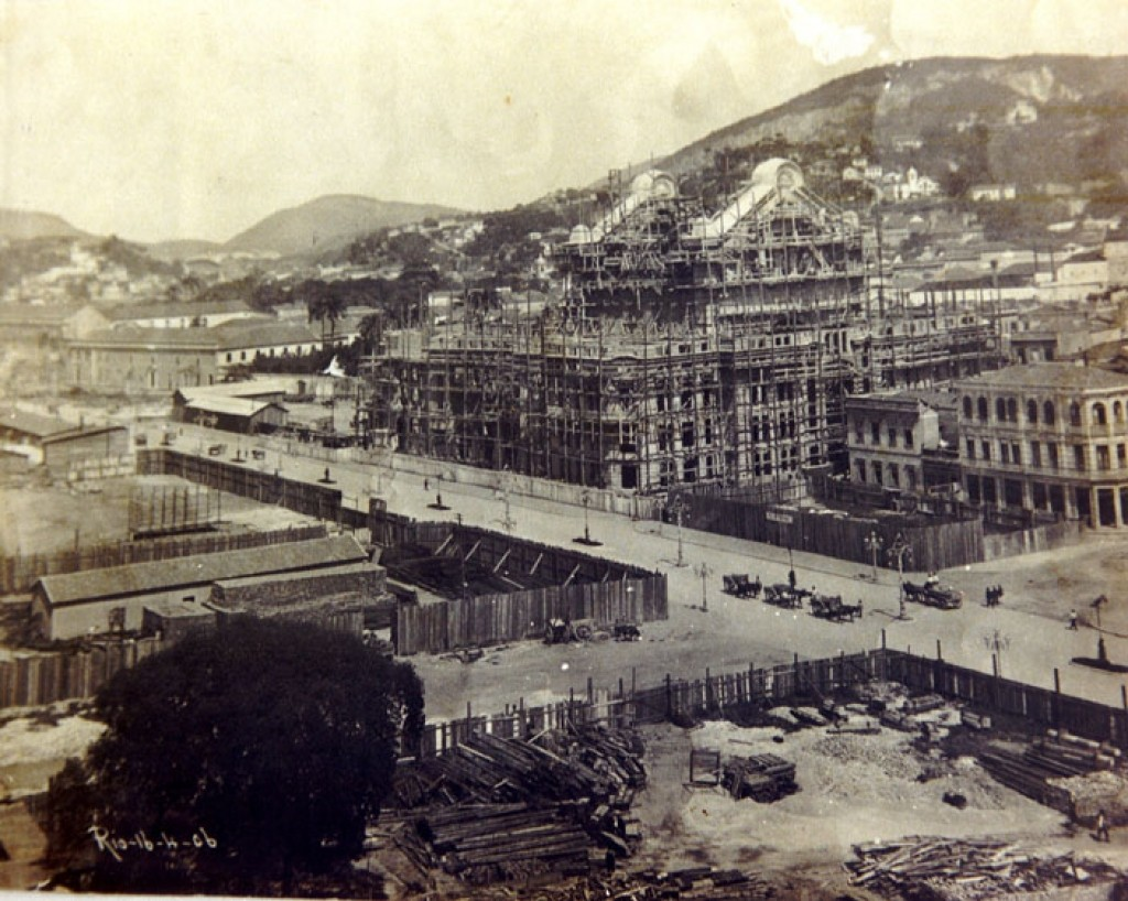 The Municipal Theater under construction in 1906 | WikiCommons