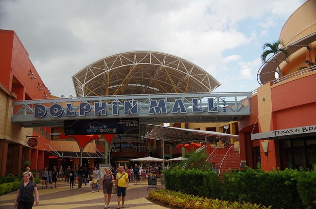 The largest retail value shopping center in Miami-Dade Couny