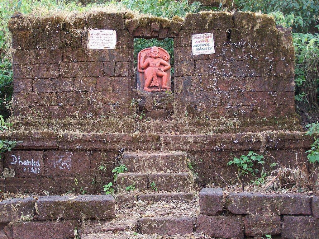 Hanuman Temple at Vasota Fort | © Omkar Pendse/Flickr