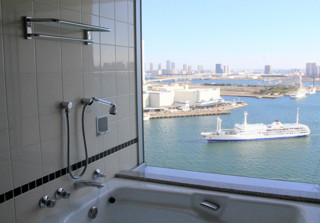 View of Tokyo Bay from the bath at ANA InterContinental | © しんかわな/WikiCommons
