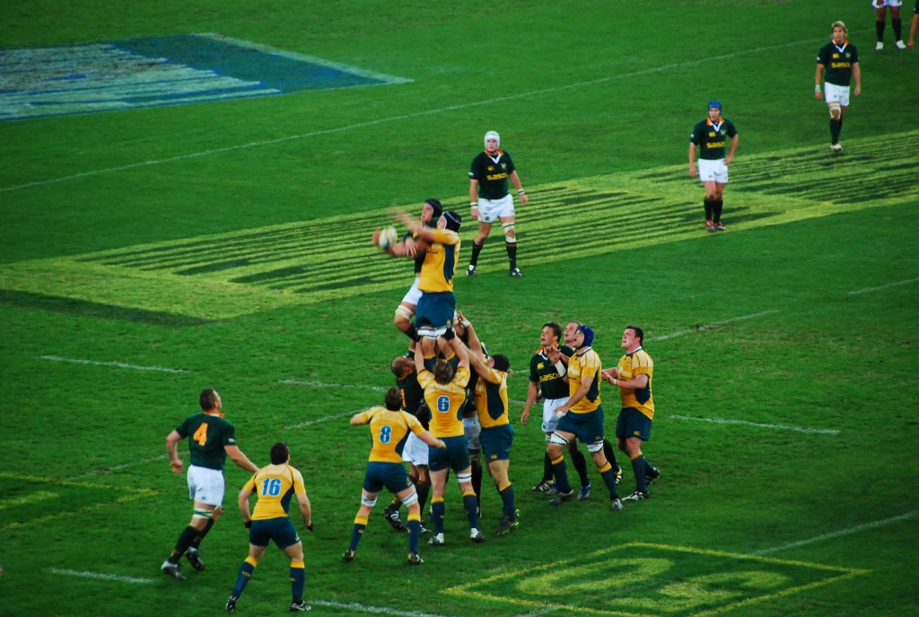The Wallabies (Australian National Rugby Union Team) compete for the ball in a match against the South African Springboks 2007   © Stefanie / WikiCommons