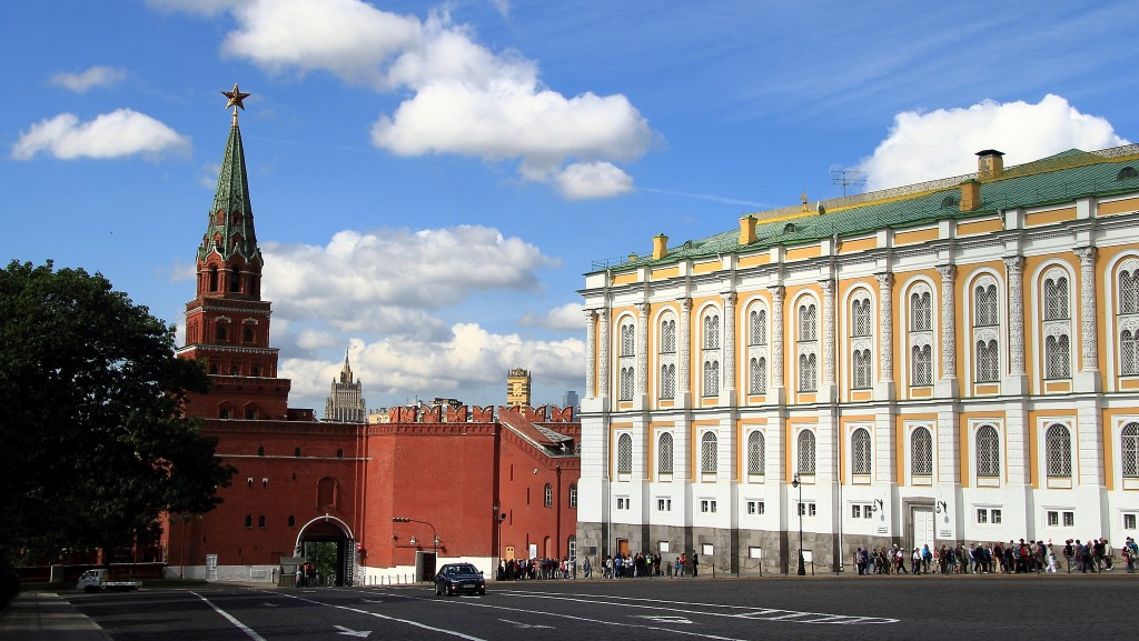The Borovitskaya Tower and the Armory Chamber inside the Kremlin Walls | © John Menard@flickr.com