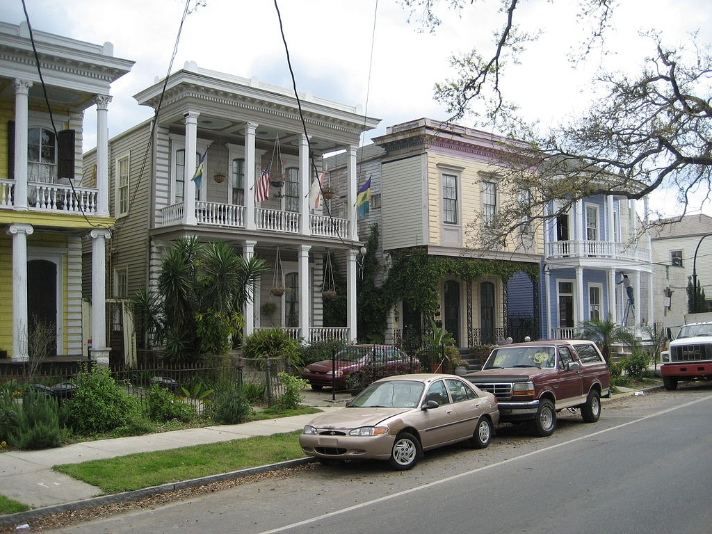 A row of double-gallery houses on Esplanade Avenue, New Orleans | © Infrogmation of New Orleans/WikiCommons