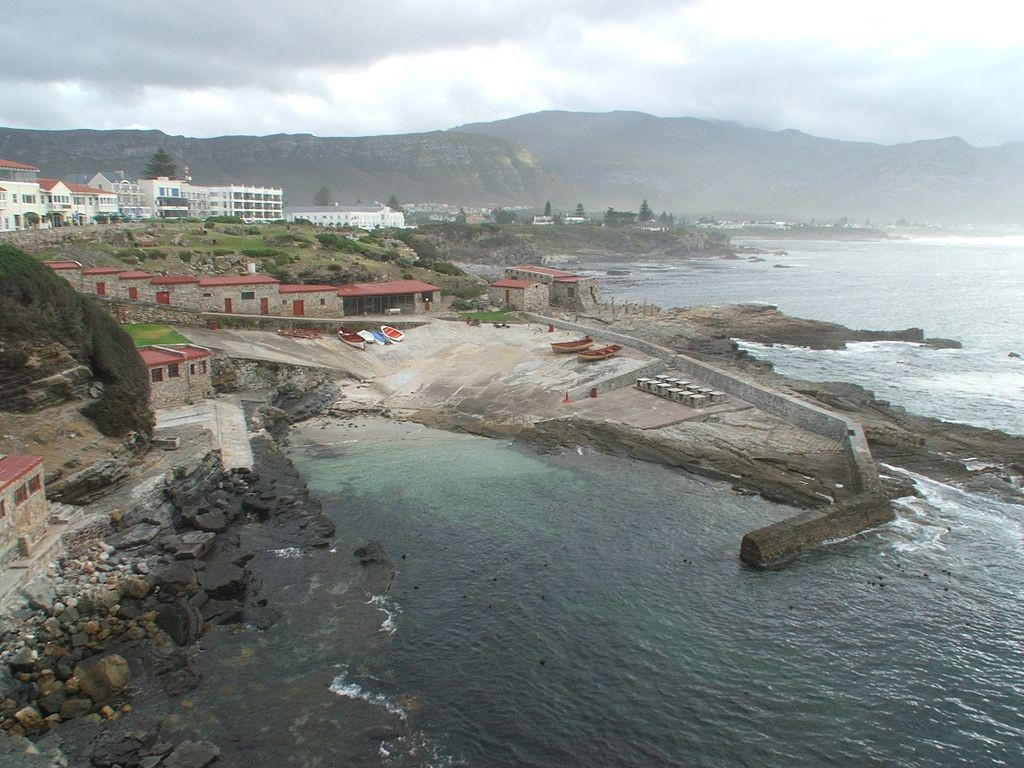 Old Harbor, Hermanus, South Africa © Elizabeth du Toit/WikiCommons