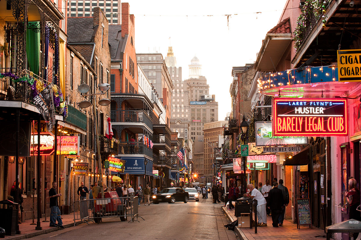 Looking up Bourbon Street toward the Central Business District (CBD) | © Chris Litherland/Wikicommons