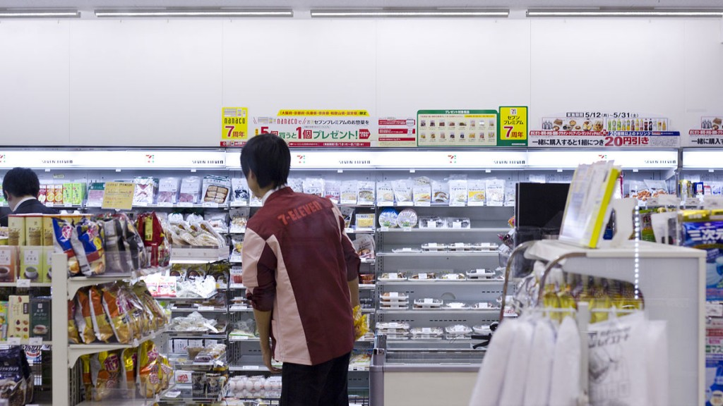 The protagaonist of Sayaka Murata's book tries to blend into society by studying the people she meets through her convenience store job | © JapanExpert.se/WikiCommons