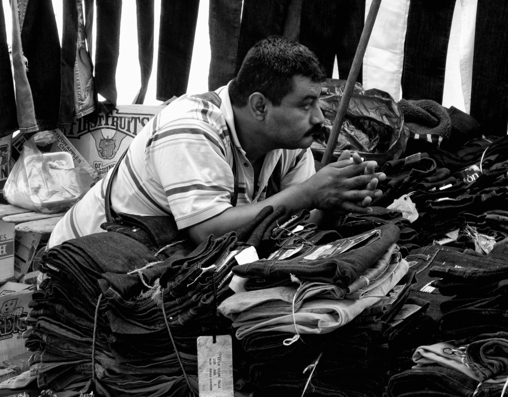 Jeans seller at a tianguis | © Bud Ellison/Flickr