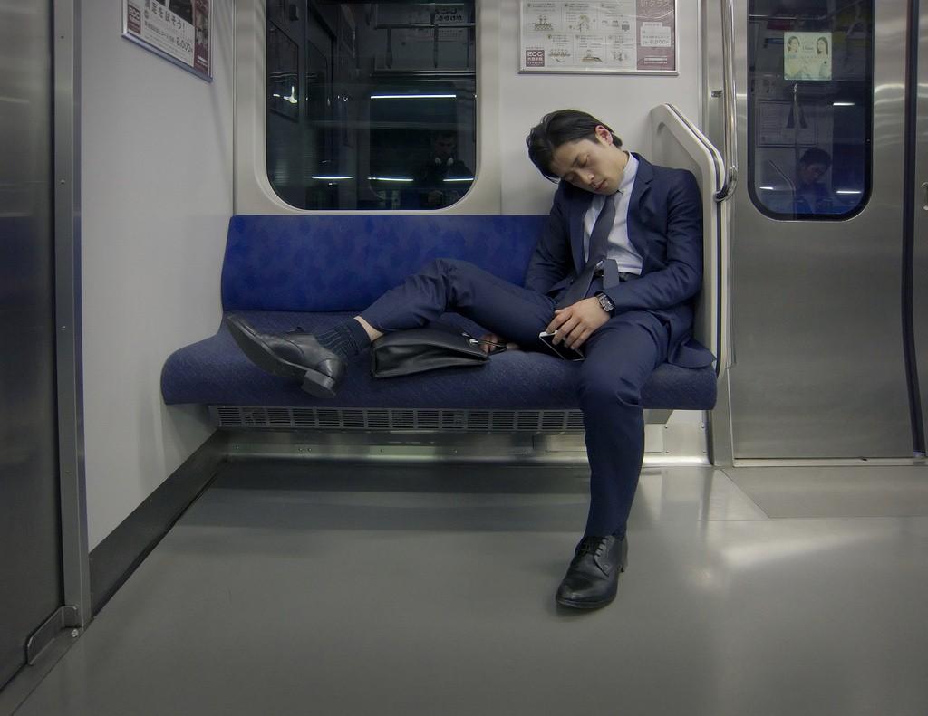 Salaryman asleep on the subway | © tokyoform/Flickr