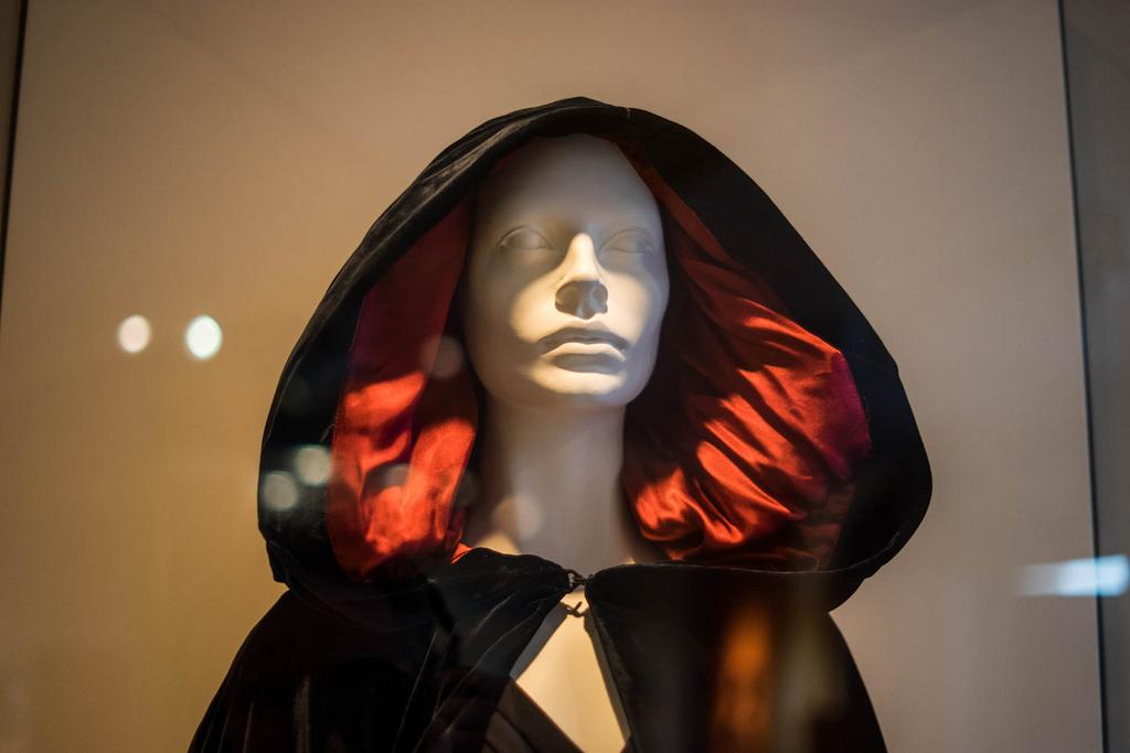 Fashion Exhibit | © Paul Hudson/Flickr