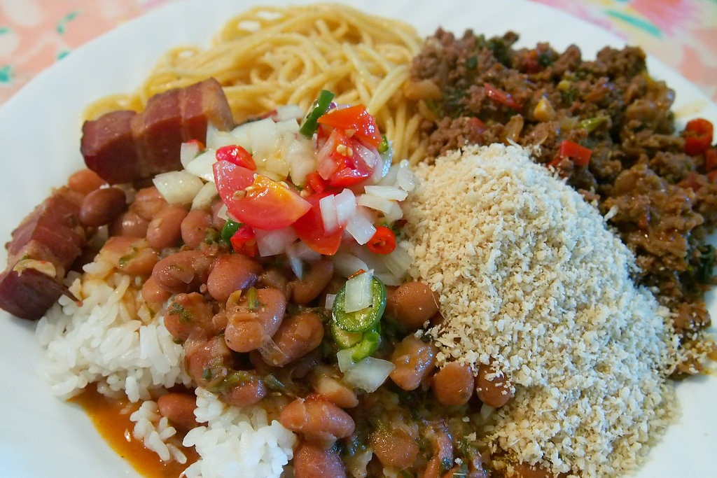 Meat, beans and rice, a typical meal option |© Yutaka Seki/Flickr