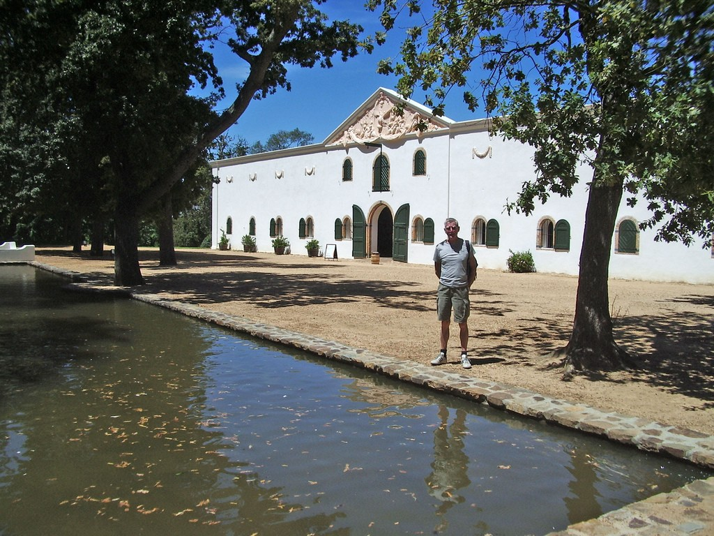 Old Wine Cellar and pond, Groot Constantia © Charlie Dave/Flickr