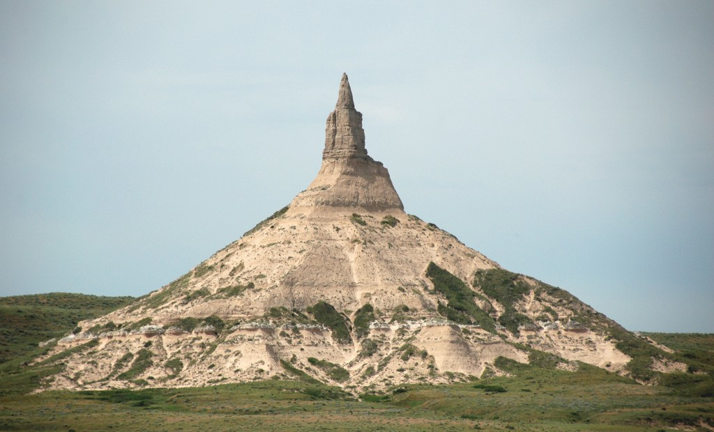 Chimney Rock - an erosional pinnacle near the town of Bayard, Nebraska, USA | © James St. John/Flickr