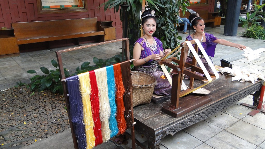 6 places to purchase thai silk in bangkok for Thai silk jim thompson
