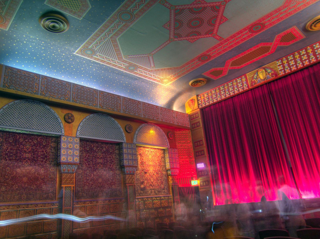 Grand Lake Theatre © BWChicago/Flickr