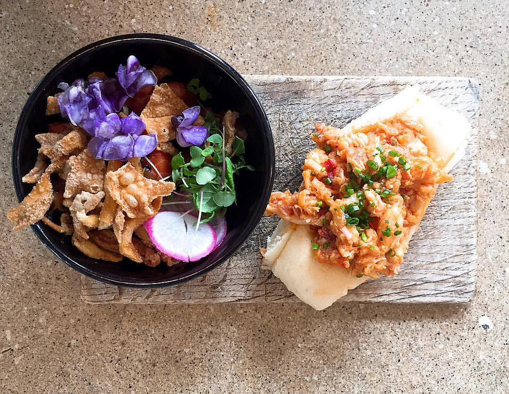 Salmon Poke and Brown Butter Lobster Roll from Eventide Oyster | © Joy/Flickr