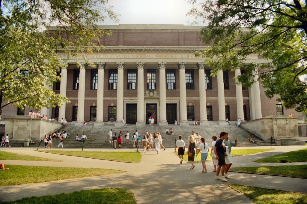 Widener Library  ©Will Hart/Flickr