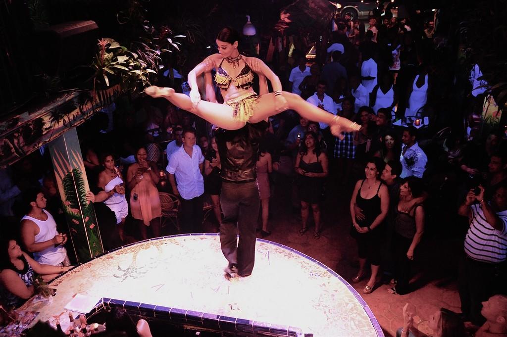 Live Performance at Mango's Tropical Cafe, Miami Beach | Courtesy of Emilio Labrador/Flickr