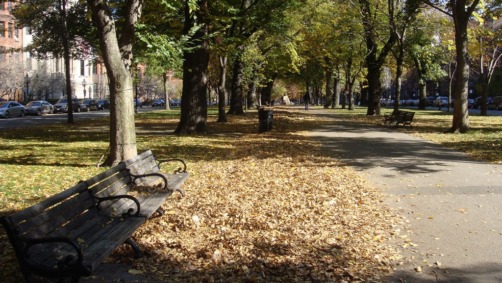 Commonwealth Avenue Mall| ©Vitor Pamplona/Flickr