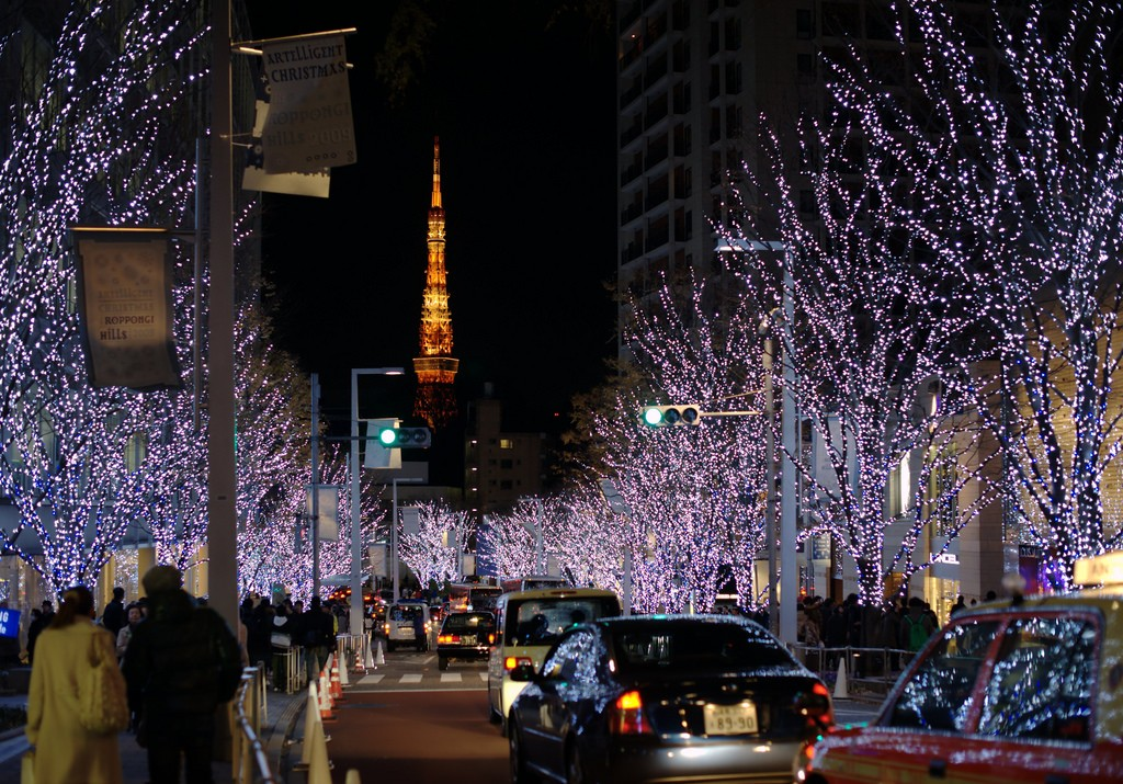 The Roppongi Christmas illuminations and Tokyo Tower | © Kyle Hasegawa/Flickr