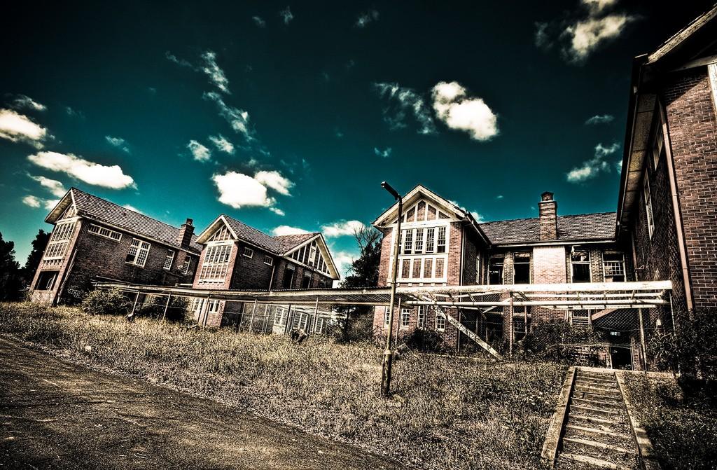 Larundel Mental Asylum © Adam Selwood/Flickr