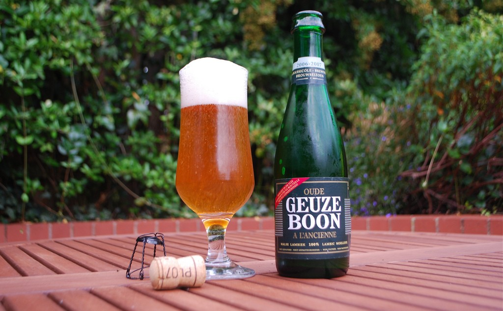 Bubbles rising up from a flute of Geuze beer | © SteveR/Flickr