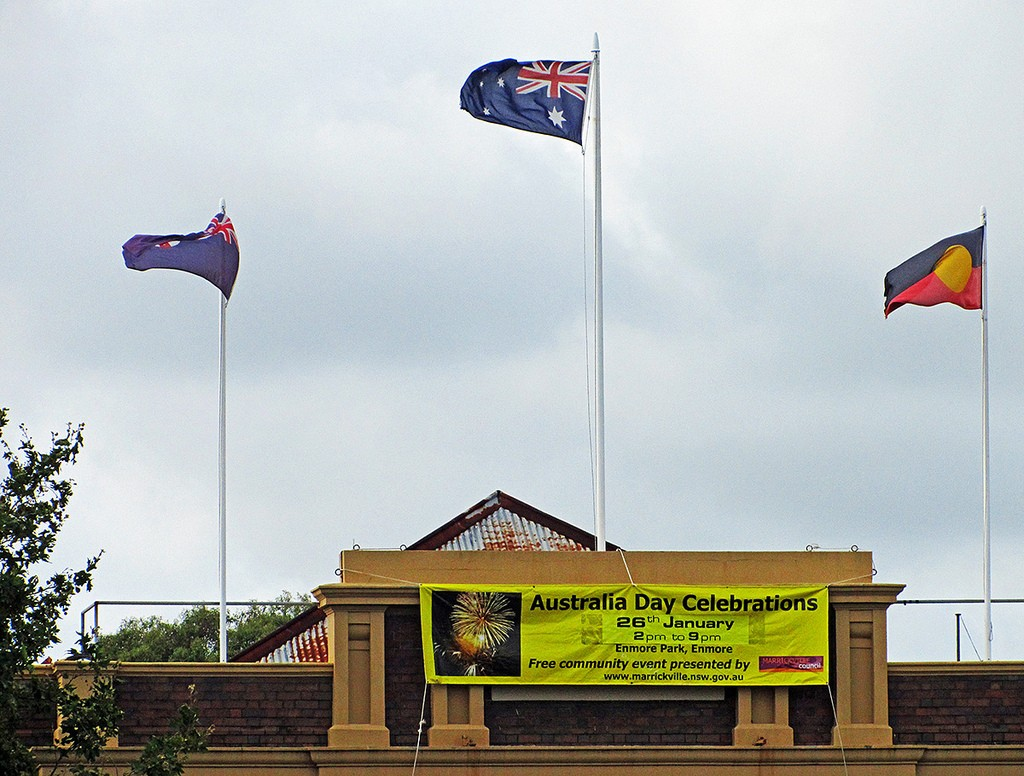 Aboriginal flag flying with Australian flags | © Newtown grafitti / Flickr