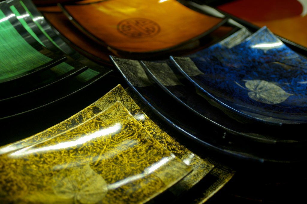 Various lacquerware pieces for sale | © Brian Jeffery Beggerly/Flickr