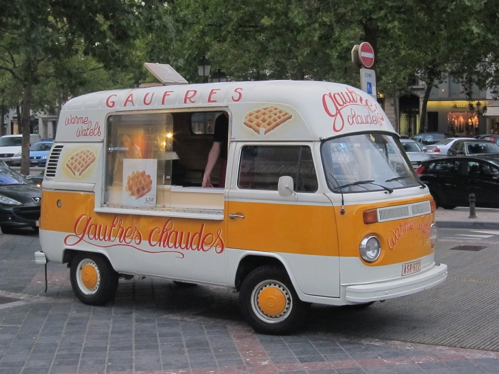 These yellow waffle trucks pop up all over the city to tempt you with the smell of piping hot Brussels waffles | © Daniel Wood/Flickr