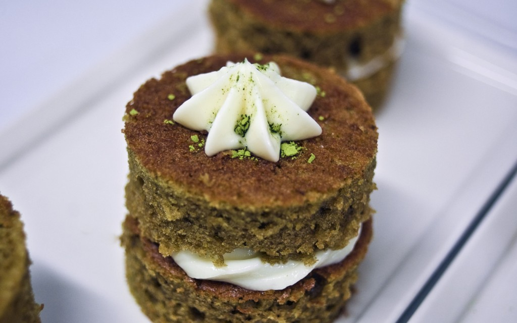 Green tea cake | © Omid Tavallai/Flickr