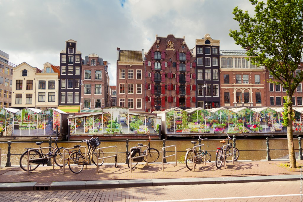 Amsterdam has the only floating flower market in the world | © abstrkt.ch / Flickr